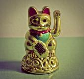 Vintage chinese cat figurine — Stock Photo