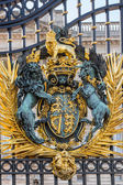 Golden ornament of the gate of Buckingham Palace — Stock Photo