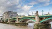 Southwark Bridge over the River Thames in City of London United — Stock Photo