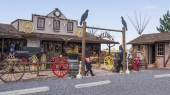 WILLIAMS, ARIZONA, US - AUGUST 10, 2014: Double Eagle Tradng Company, a gift shop with Native American jewelry, dolls, pottery, taxidermy and much more. — Stock Photo