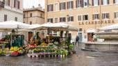ROME, ITALY- FEBRUARY 22, 2015: Campo de Fiori — Stock Photo