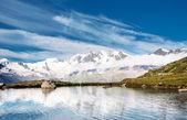 Kar dağ gölü — Stok fotoğraf