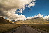 Clouds in the sky on the road to Castelluccio, Italy — Stockfoto