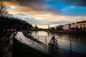 Two bikes next to Salzach river of Salzburg — Stock Photo