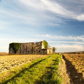 Abandoned farm in the countryside — Stock Photo