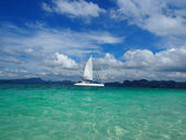 Sailing in Andaman in the blue sky and sea — Photo