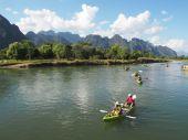 Kayaking in the river at Vang Vieng — Stock Photo