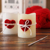 Handmade crochet red heart for candle for Saint Valentine's day — 图库照片