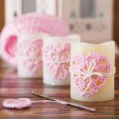 Handmade crochet pink heart on candle for Saint Valentine's day  — 图库照片