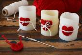 Candles with handmade crochet red heart for Saint Valentine's da — 图库照片