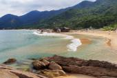 Beach Praia do Cepilho, mountains, Trindade, Paraty, Brazil — ストック写真