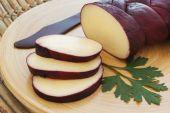 Treccia braided Mozzarella cheese marinated in red wine — Stock Photo