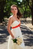 European bride in the park — Stock Photo