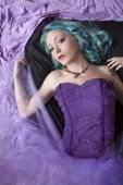 Young woman with blue hair lying on floor — Стоковое фото