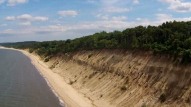 Aerial Long Island Northshore: Beach and SandCliff — Stock Video