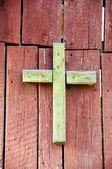 Green old wooden cross — Stockfoto