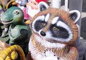 彩色的粘土浣熊和迪诺 — 图库照片