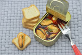 Canned mussels and bread — Stock Photo