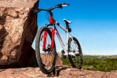 Bicycle on a rock — Stockfoto