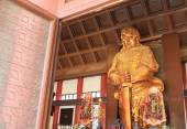 Golden statue of Che Kung God, Hong Kong — Stock Photo