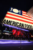 Night at Milan Expo American exhibition hall — Stockfoto