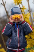 The boy observes in the field-glass — Stock Photo