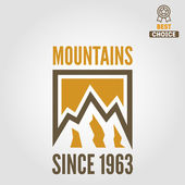 Vintage logo, emblem, label, print or logotype elements with mountains — Stock Vector