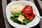 Healthy Chicken Dinner with Fresh Side Dishes — Stock Photo