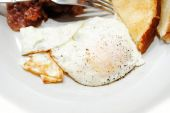 A Peppered Over Easy Fried Egg — Zdjęcie stockowe