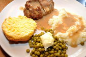 Meatloaf Dinner with Peas & Potatoes — Stock Photo