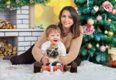 Woman with boy and Siamese cat — Stock Photo