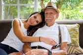 Grootvader en kleindochter — Stockfoto