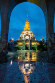 Beautiful temple in Thailand at dusk — Stock Photo