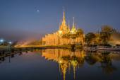 Beautiful temple with reflection in Thailand — ストック写真