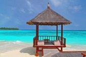 A beach hut on the tropical beach — Stock Photo