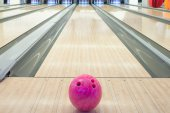 Balls on bowling alley against ten pins — Stock Photo