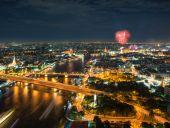 Night Scene Chao Phraya river with fireworks, Bangkok, Thailand — Stock Photo