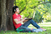 Portrait of student relaxing in the park. — Foto Stock