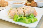 Verão rolo, rolo de salada, rolinho de primavera fresco, comida vietnamita — Foto Stock