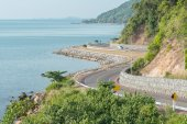 Landscape view of sea and curve road in Chantaburi, Thailand — Stock Photo
