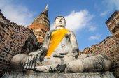 Ancient Buddha in Wat Yai Chaimongkol, Ayutthaya, Thailand — Стоковое фото