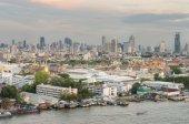 Grand Palace along the Chaophraya river at dusk, Bangkok, Thaila — Stock Photo