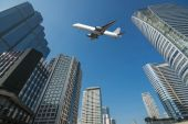 Shot of airplane flying above skyscrapers in City of Bangkok dow — Stock Photo