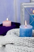 Candles in knitted scarfs, selective focus — Stock Photo