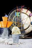 Ice creamn with meringue, selective focus — Stockfoto