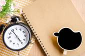 Time management concept: vintage alarm clock, blank black tag. — ストック写真