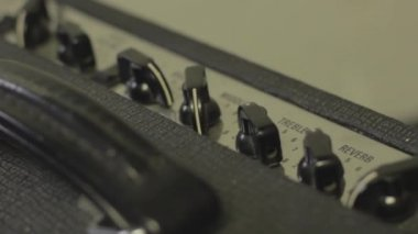Equalize an amp — Stock Video