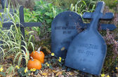Halloween decorations on the Plains of Abraham in Quebec City: Pumpkins, cross and tombstones with Jeanne of Arc inscription and Sir Albert Henry George — Stock Photo