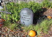 Halloween history setting displaying the tumbstone of Marquis de Montcalm, the French army general that lost the battle (war) of the Plains of Abraham in Quebec city in 1759 — Stock Photo