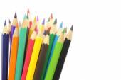 Beyaz arka plan üzerinde izole renkli kalemler — Stok fotoğraf